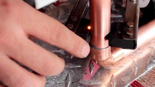 Как паять угольным электродом